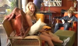 Настоящее живое кресло - розыгрыш в кофейне