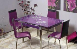 Кухонный стол и настольные лампы для небольших помещений