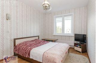 Кровать с матрасом и тумбами БУ в Минске