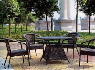 Садовая мебель - прекрасное дополнение к летнему отдыху.