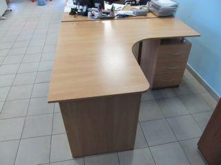 Продам комплект офисной мебели бу: стол, тумба и полка