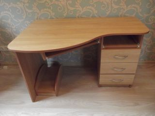 Продам письменный компьютерный стол БУ в Минске