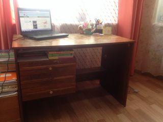 Продаю стол письменный из массива БУ в Минске