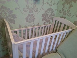 Продам белую кроватку детскую БУ в Минске
