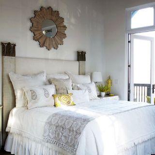 Как грамотно организовать мебель в спальне?