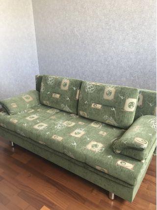 Продаю диван БУ зеленого цвета в Минске