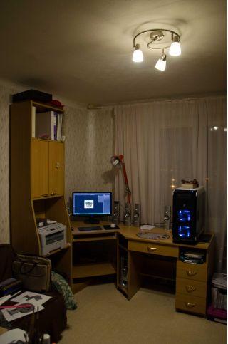 Продам угловой компьютерный стол БУ