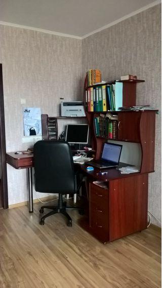 Продаю большой компьютерный стол БУ в Боровлянах