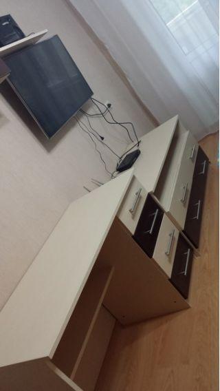 Продам набор мебели - стол, комод и полки БУ в Минске