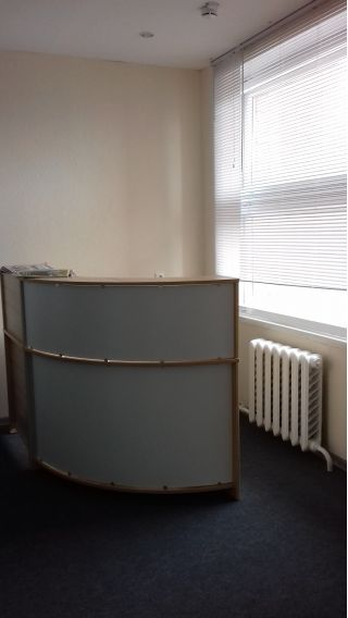 Продам стол компьютерный и ресепшн БУ в Минске