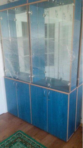 Продам шкафы-витрины БУ в Минске